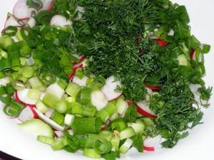 салат из редиса с зелёным луком