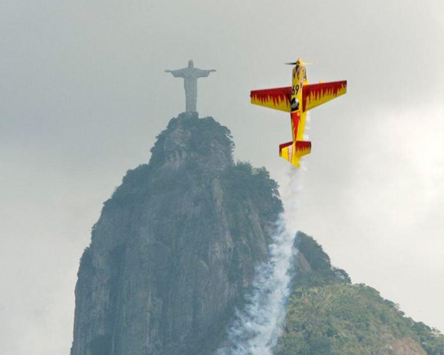 аэроплан и статуя Христа