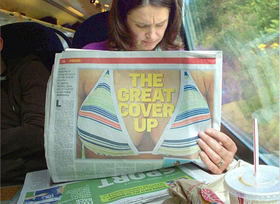 женщина с газетными сиськами