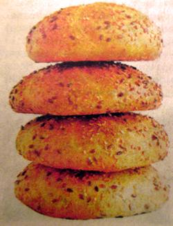 луковый-хлеб-с-кунжутом.