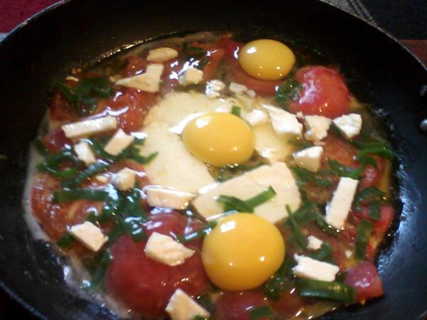 Яичница с помидорами шаг 1